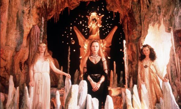 Excalibur, Marnie, La ragazza nella nebbia: i film Tv di domenica 30 agosto 2020