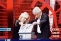 Ascolti Tv. Vince Affari tuoi tra battutacce, abbracci vietati (e il solito Caschetto)