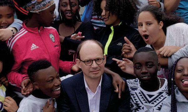 Film Tv domenica 27 giugno con Il professore cambia scuola, una storia vera trasposta in docu-film da Olivier Ayache-Vidal