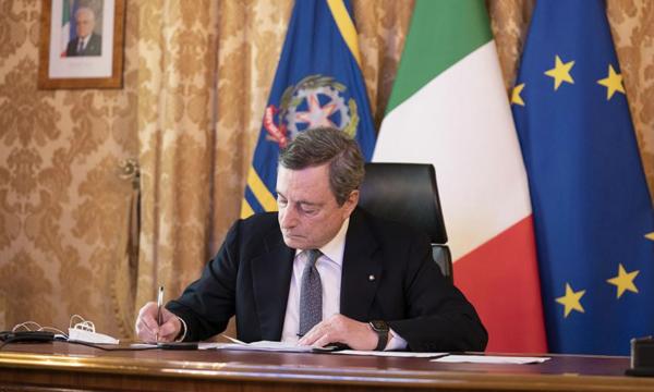 """Il Financial Times celebra i """"sudati"""" successi dell'Italia di Draghi. La traduzione completa"""
