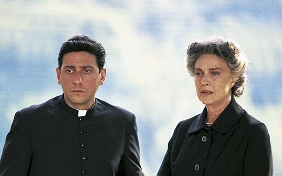Sergio Castellitto e Ilaria Occhini in una scena di Don Milani - Il priore di Barbania su Tv 2000