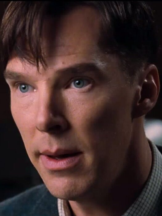 Benedict Cumberbatch è Alan Turing, l'inventore dell'intelligenza artificiale, nel film The Imitation Game