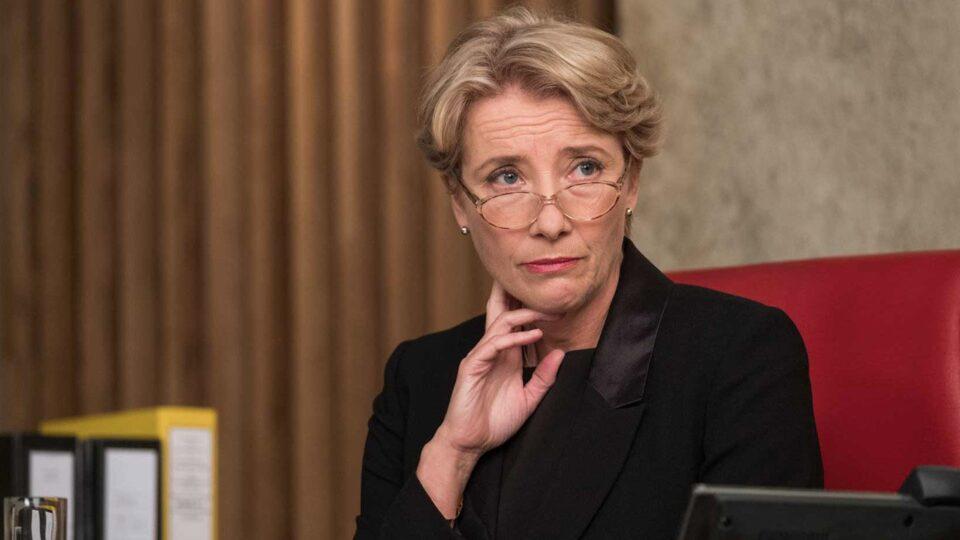 Emma Thompson è il giudice dell'Alta Corte britannica Fiona Maye nel film Il verdetto - The Children Act
