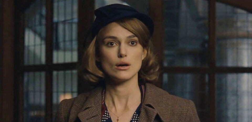 Keira Knightley è Joan Clarke nel film The Imitation Game