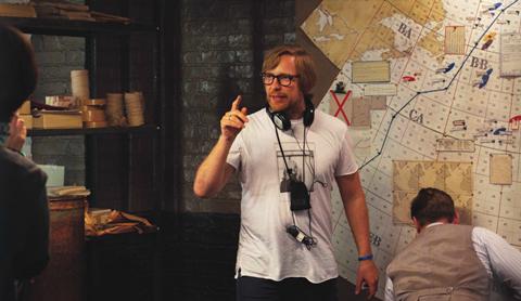 Morten Tyldum, regista di the Imitation Game, sul set del film