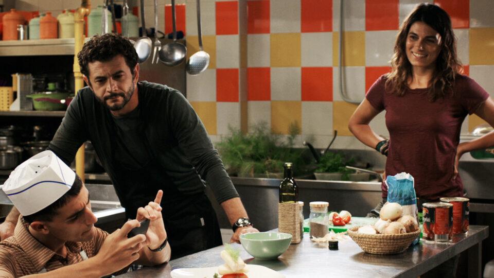 Vinicio Marchioni, Valeria Solarino e Luigi Fedele in una scena di Quanto basta di Francesco Falaschi